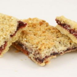 Blackcurrant and apple country crumble